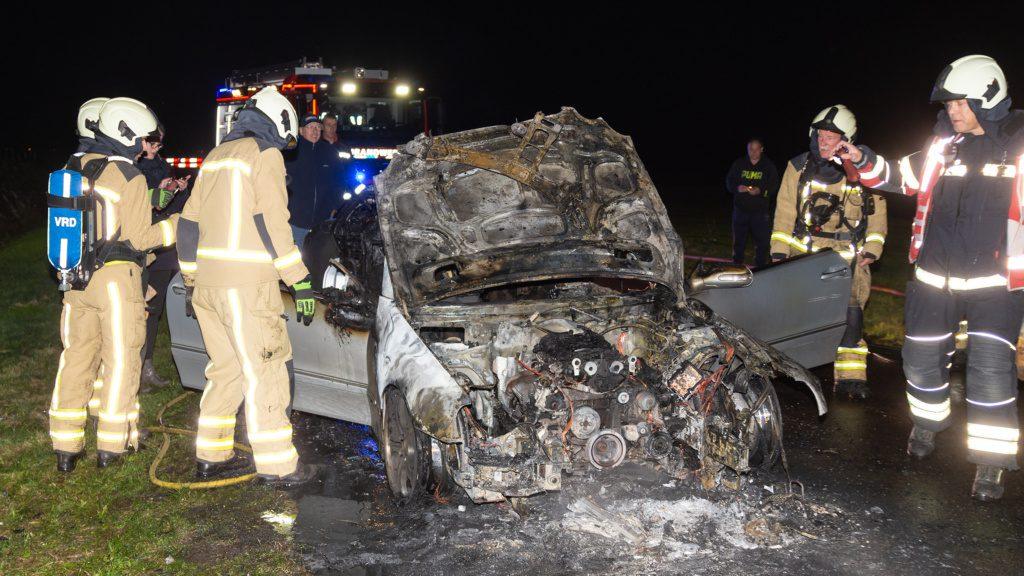Auto volledig uitgebrand in Nieuw-Weerdinge — Emmen112 - Emmen112