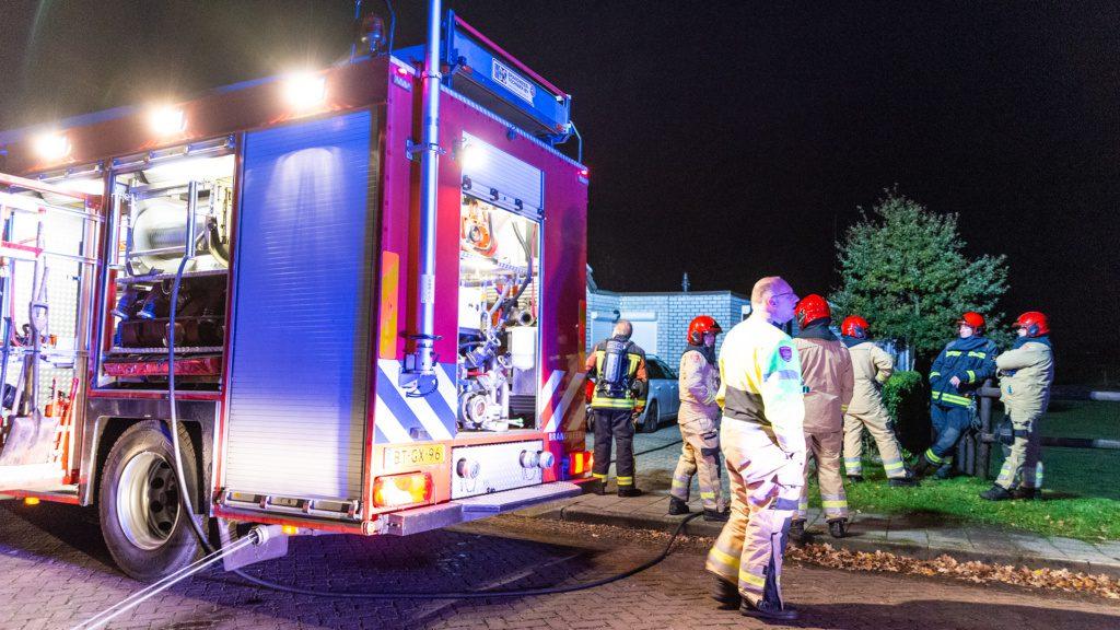 Brandweer blust brand in bewoonde schuur in Nieuw-Weerdinge - Emmen112